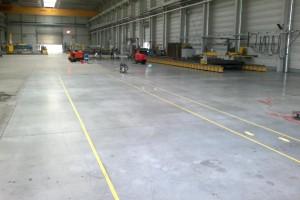 Usuwanie z posadzki betonowej zabrudzeń produkcyjnych ( pył metalowy po szlifowaniu i cięciu ), woj. opolskie