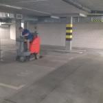 Maszynowe mycie posadzki garażu podziemnego w Katowicach