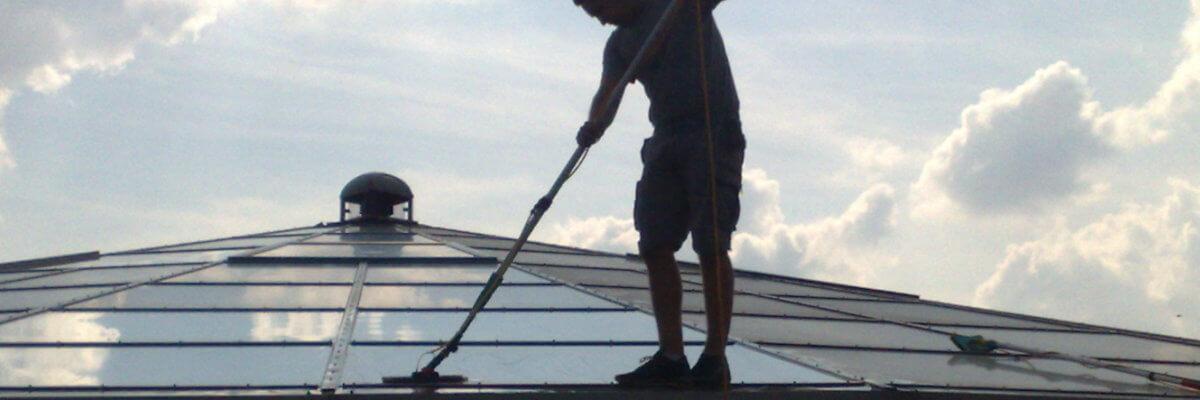 Mycie przeszkleń dachowych, mycie świetlików hal i budynków