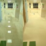 Zdzieranie starych powłok polimerowych z wykładziny PCV - widoczna różnica czystości wykładziny. Do zabezpieczenia podłogi użyliśmy matowego polimeru. Zabrze, woj. śląskie